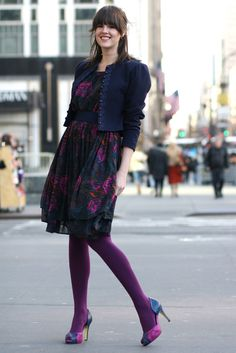 a great way to wear purple tights :) Tights Outfit Winter, Colored Tights Outfit, Navy Tights, Purple Tights, Wool Tights, Coloured Tights, Opaque Tights, Cozy Fashion, Skirt Fashion