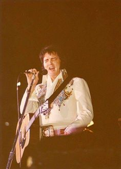 1977 4 25 Elvis performed at the Civic Center in Saginaw, Michigan