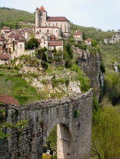 Saint-Cirq-Lapopie vallée du Lot Midi-Pyrénées France