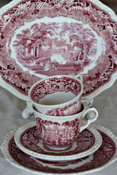 Hello everyone, I think I mentioned that I found a couple more pieces for my collection of red and white transferware.I was really happy. Antique Dishes, Vintage Dishes, Antique China, Vintage Glassware, Vintage China, White Dishes, China Patterns, Marsala, Decoration