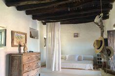 Sleeping room 1 Swimming Pools, Loft, Bed, Furniture, Home Decor, Vacations, Apartments, Quartos, Swiming Pool