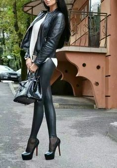 Stylish lady in a wet look leggings Pvc Fashion, Leather Fashion, Womens Fashion, Wet Look Leggings, Shiny Leggings, Lycra Leggings, Black Leggings, Talons Sexy, Femmes Les Plus Sexy
