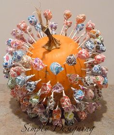 Lollipop Pumpkin - a Halloween decoration and treat holder all in one!  #halloween #pumpkin #treats #trickortreat