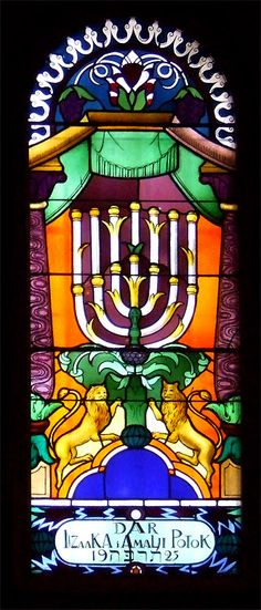 Stained glass in the Tempel synagogue