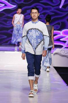Batik Fashion, Fashion Art, Fashion Show, Womens Fashion, Fashion Design, Batik Kebaya, Conceptual Fashion, Food Festival, Mode Style