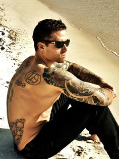 tattoo guys | Smart guy with beautiful tattoos on arms and back - Tattoo Mania