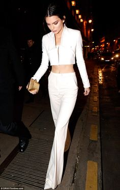 Kendall Jenner in Paris. Kendall Jenner is Paris. Kendall Jenner Outfits, Kendall Jenner Mode, Kris Jenner, Look Fashion, Fashion Models, Womens Fashion, Fashion Trends, Net Fashion, Couture Fashion
