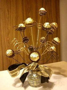 Make your New Year's Eve decoration earn Brownie points with these awesome New Years Eve Party Decorations. You'll love these NYE Party decoration ideas. Candy Bouquet Diy, Gift Bouquet, Chocolate Flowers Bouquet, New Years Eve Decorations, Sweet Trees, Birthday Centerpieces, Chocolate Decorations, 50th Birthday Party, Candy Gifts
