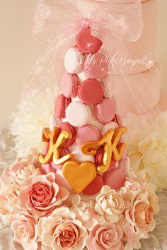 080//マカロンカラー:ドレスのお色に合わせた濃いピンク×サーモンピンク×薄いピンク。マカロンのトップには、こちらもドレスに合わせたオーガンジーのリボンをプラス。