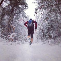 trail running in the snow Road Running, Running Man, Running Tips, Trail Running, Running Shoes For Men, Winter Running, Jogging, Running Photos, Ultra Trail