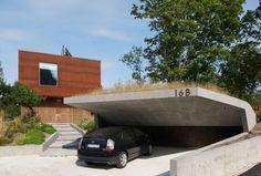 Навес для машины с крышей и одной стеной