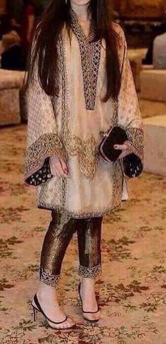 Pakistani Fashion Party Wear, Pakistani Wedding Outfits, Pakistani Dress Design, Indian Outfits, Indian Fashion, Beautiful Pakistani Dresses, Elegant Dresses, Formal Dresses, Wedding Dresses For Girls