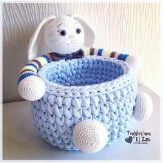 Fotoğraf açıklaması yok. Crochet Toys Patterns, Baby Knitting Patterns, Amigurumi Patterns, Stuffed Toys Patterns, Crochet Designs, Crochet Hats, Toy Basket, Knit Basket, Crochet Rabbit