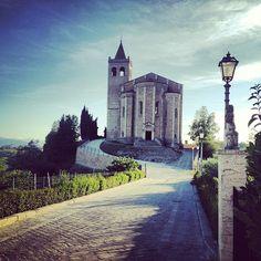 Chiesa di S. Maria della Rocca, Offida - Foto di @elo77anto Adriatic Sea, Bella, Maya, Places To Visit, Coast, Spaces, Mountains, City, Centre
