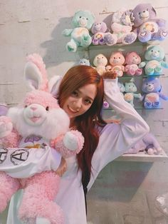 Discovered by 맨디. Find images and videos about kpop, korean and blackpink on We Heart It - the app to get lost in what you love. Blackpink Jisoo, Yg Entertainment, South Korean Girls, Korean Girl Groups, Shinee, Blackpink Photos, Ji Soo, Kim Jennie, K Idols