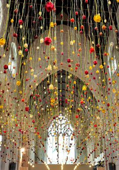 Impressive Floral Arrangement You Haven't Seen Before Rebecca Louise Law turns bunches of flowers into blossoming works of art.Rebecca Louise Law turns bunches of flowers into blossoming works of art. Flower Installation, Artistic Installation, Cortina Floral, Wow Art, Dried Flowers, Event Decor, Event Design, Floral Arrangements, Floral Design