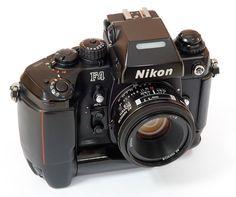 Nikon F4. Ha sido la cámara que más satisfacciones me ha dado. Ningún problema en 20 años. Ahora la tengo un poco relegada por las digitales y polaroid, pero de vez en cuando vuelvo a ella y al laboratorio.