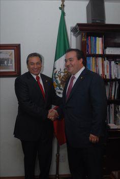 El gobernador Javier Duarte indicó que la Canacintra se ha ratificado como un acompañante seguro en la marcha de un Veracruz próspero, una organización empresarial con un vigoroso liderazgo en cada región y con asociados comprometidos con la competitividad de sus empresas y del país.