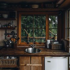 Natural Home Decor .Natural Home Decor Cozy Cabin, Cozy House, Cabin Tent, Deco Design, Cabin Homes, Cabins In The Woods, Cheap Home Decor, My Dream Home, Home Remodeling