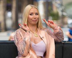Iggy Azalea Supports Nicki Minaj Amid Her Steve Madden Feud – Confirms Her Side Of The Story! Celebrity Feuds, Celebrity Singers, Celebrity Women, Iggy Azalea, Eminem Songs, Soul Train Awards, White Girls, Nicki Minaj, Steve Madden
