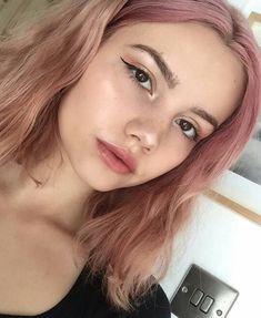 10 Amazing mermaid hair colour ideas – My hair and beauty 90s Grunge Hair, Short Grunge Hair, Blonde Hair With Highlights, Pink Hair Streaks, Aesthetic Hair, Hair Color Purple, Coloured Hair, Dye My Hair, Hair Looks