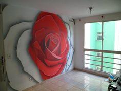 Rosa, em uma sala.