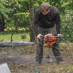 Réaliser les trous nécessaires à la mise en place des montants métalliques. Grande Niche, Outdoor Power Equipment, Place, Plott Hound, Rat Dog, Animal Protection, Garden Tools