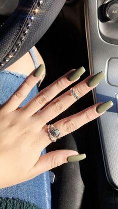 Olive green nails ✨ acrylic nails short i Matte Acrylic Nails, Shellac Nails, Olive Nails, Olive Green Matte Nails, Green Nail Designs, Camo Nail Designs, Camo Nails, Pink Ombre Nails, Perfect Nails
