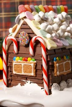 This Kit Kat Candy House Crushes Boring Old Gingerbread Houses Graham Cracker Gingerbread House, Cardboard Gingerbread House, Cool Gingerbread Houses, Gingerbread House Parties, Christmas Gingerbread House, Christmas Candy, Christmas Treats, Christmas Baking, Christmas Houses