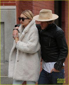 Gigi Hadid & Cody Simpson Get Affectionate Before Coachella | gigi hadid cody simpson get affectionate before coachella 04 - Photo