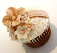 A delightful wedding cupcake from Vanilla Lily Cake Design.