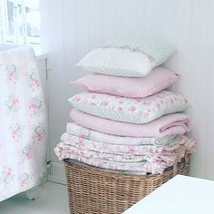 Courageous composed rustic shabby chic home Don't delay. Save now Shabby Chic Theme, Chabby Chic, Simply Shabby Chic, Rustic Shabby Chic, Shabby Vintage, Trendy Home Decor, Diy Home Decor, Romantic Homes, Bedroom Themes