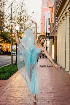 The best Fort Worth senior photography locations 2 Dance Senior Pictures, Dance Picture Poses, Ballet Pictures, Dance Poses, Dance Senior Portraits, Senior Photos, Ballerina Photography, Dance Photography Poses, Girl Photography