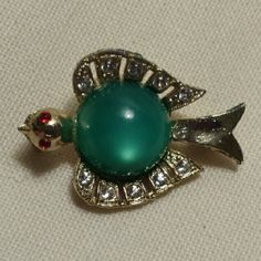 """Vintage tiny bird pin 1"""", unmarked rhinestone bird, with plastic Cabazon center. Excellent condition. Vintage Jewelry Brooches"""