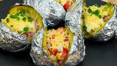 Cartofii pot fi transformați într-un deliciu deosebit – neapărat notați . Romanian Food, Baked Potato, Sushi, Good Food, Cheese, Cooking, Breakfast, Ethnic Recipes, Bacon
