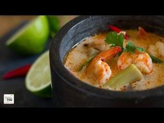 """Cocina Tailandesa: Tom Yam Kung con leche de coco (ต้มยำกุ้งน้ำข้น) I VIDEO ========================= Seafood Recipes """"S"""" ========================= Click the web to the view the video Thai Recipes, Easy Dinner Recipes, Seafood Recipes, Asian Recipes, Soup Recipes, Easy Meals, Cooking Recipes, Thai Tom, Magimix Cook"""