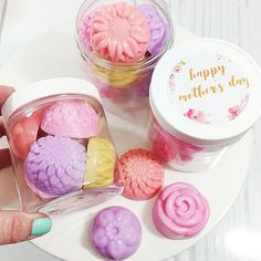 The Effective Pictures We Offer You About laundry soap A quality picture can tell you many things. Mothers Day Crafts, Mother Day Gifts, Gifts For Mom, Sugar Scrub Diy, Diy Scrub, Creation Bougie, Diy Wax Melts, Wine Gift Baskets, Basket Gift