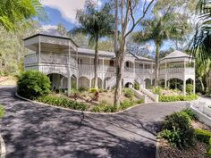 Beautiful veranday, love the hexagon's at the ends! Classic queenslander Home