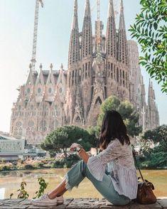 Casual style for a walk in Sagrada Familia de Gaudi Barcelona, Spain