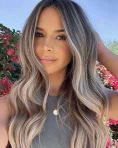 Balayage Hair Blonde, Brown Blonde Hair, Dark Hair, Hair Inspo, Hair Inspiration, Look Girl, Long Hair With Bangs, Hair Color And Cut, Light Hair