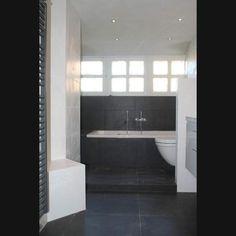 Zwart wit badkamers op pinterest witte badkamers badkamer en tegel - Badkamer zwart en hout ...
