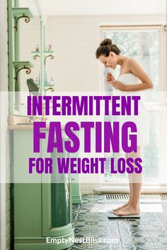 Intermittent fasting works so well for weight loss without crazy diets or feeling like you're starving. Intermittent fasting for weight loss schedule Weight Loss Challenge, Weight Loss Goals, Best Weight Loss, Weight Gain, Easy Diet Plan, Low Carb Diet Plan, Health Blog, Health Tips, Health Benefits