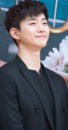 During the press conference))))))) Lee Junho, Kpop, Most Favorite, Korean Actors, Pretty Boys, Penguin, Conference, Kdrama, Celebrity