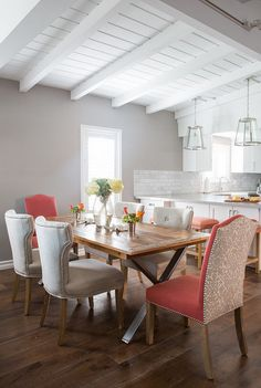 21 ideas for white wood plank ceiling interior design Dining Room Design, Dining Room Furniture, Dining Room Table, Table And Chairs, Kitchen Design, Kitchen Wood, Dining Rooms, Dining Area, Kitchen Ideas