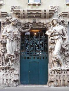 Liberty - Italian Art Nouveau architecture > Casa Campanini (detail) in Milan, Italy