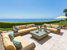 32804 Pacific Coast Highway, Malibu CA - There needs to be a fire place in the middle