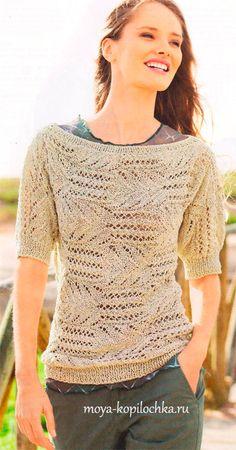 Пуловер с короткими рукавами, связанный поперечной вязкой