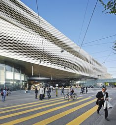Urban and entrepreneurial planning<br> The concentration of exhibition halls around the Messeplatz (Exhibition Square) is the key entrepreneurial aim of the Messe Basel leadership in its further development. Building the Messe Tower and replacing Hall...