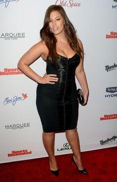 Plus-Sized model Ashley Graham flaunts figure in skin-tight dress