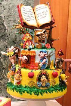 Awesome decorated cake for book lover kids!#PrimroseReadingCorner